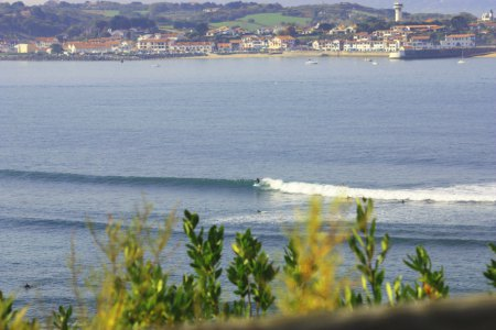 où surfer à biarritz lors de tempête